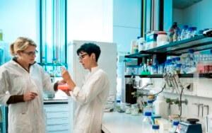 Moderne DNA-Analyse bei der suche nach Impfreaktionen